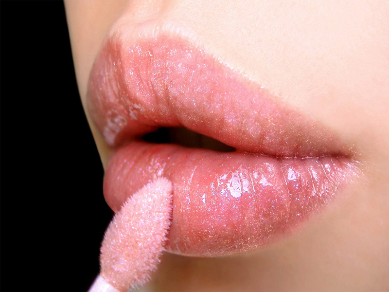 how to apply lip gloss